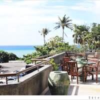 垦丁凯撒大饭店 caesar park hotel:我们终于以房客的身分坐在小湾沙滩上啦!亲子旅游推荐的度假村式饭店,泳池沙滩花园餐厅全都有~